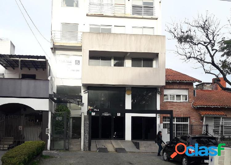 Edificio en Block Pb y 3 niveles: Nuñez la mejor ubicación
