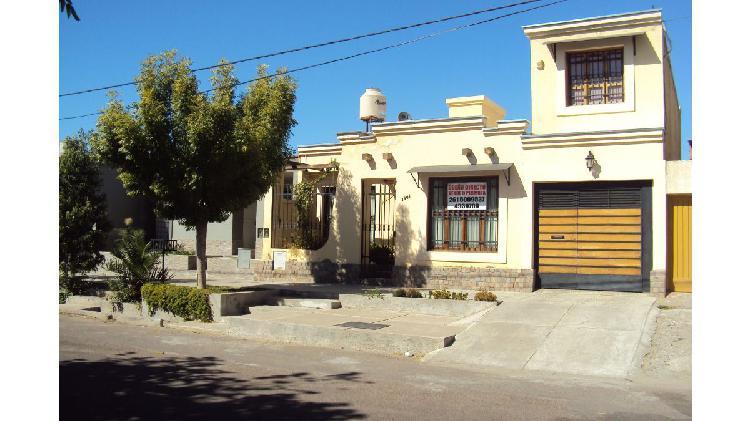 Dueño directo vende hermosa casa en Bº San Eduardo,