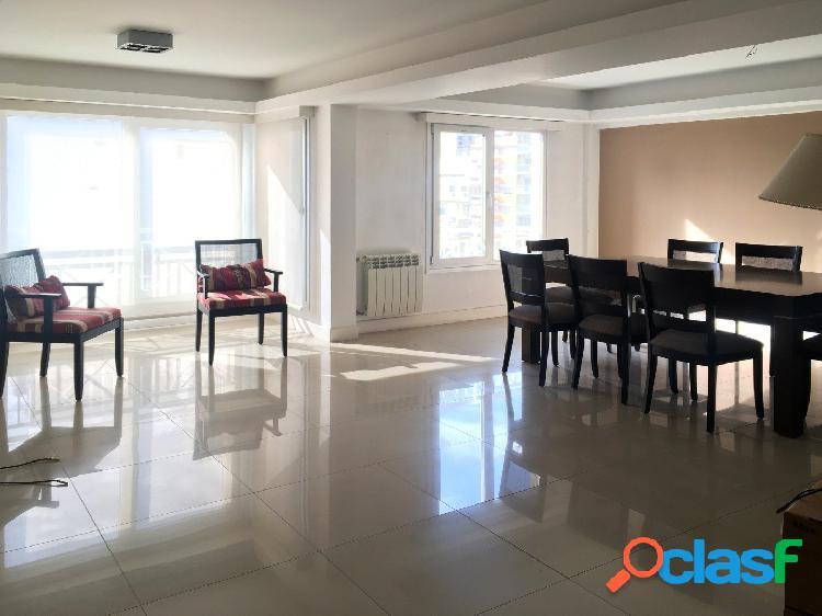 Impecable departamento 4 ambientes con cochera en venta en