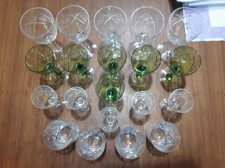 Vendo 20 copas y vasos de cristal talladas