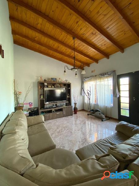 Vendo Casa en Ibarlucea 3 dormitorios con pileta y quincho -