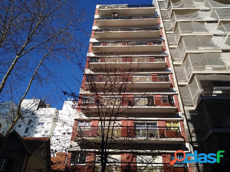 ALQUILER 2 Amb. con balcón a la calle y patio