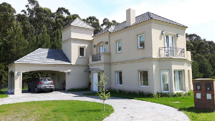 Casa en barrio privado Arenas del Sur