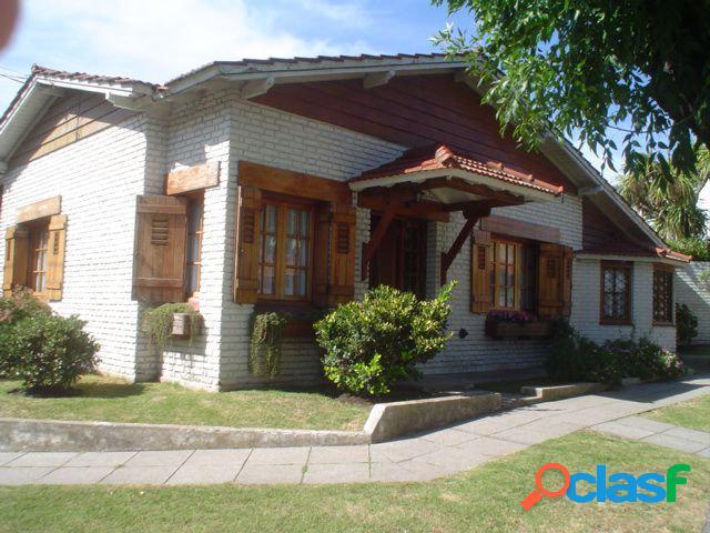 Chalet 4 Ambientes con dependencia de servicio. Barrio San