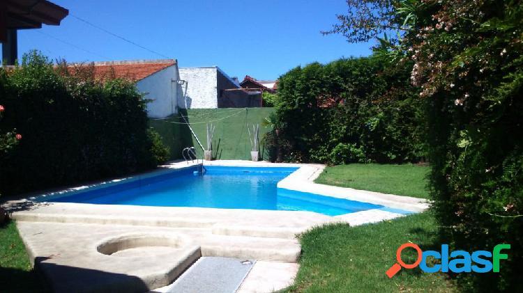 Chalet 5 ambientes con piscina en venta!!