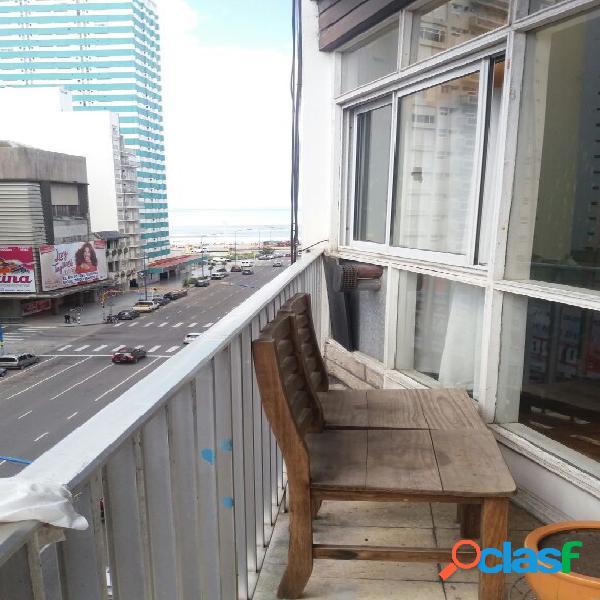 Departamento 3 ambientes. Al frente con balcon. Estado