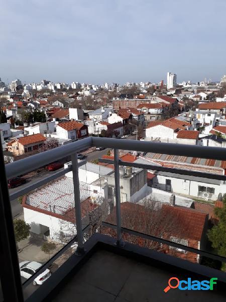 2 Ambientes al frente con Balcon Saliente I Cochera I