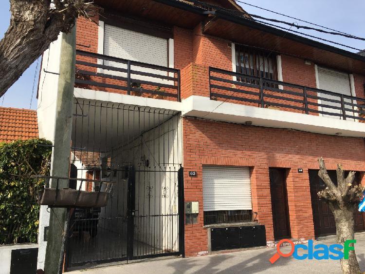 Alquiler PH 2 ambientes con patio en Las Avenidas