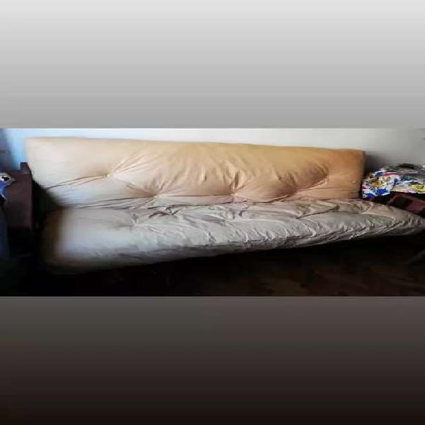 Futón algarrobo de tres posiciones con colchón