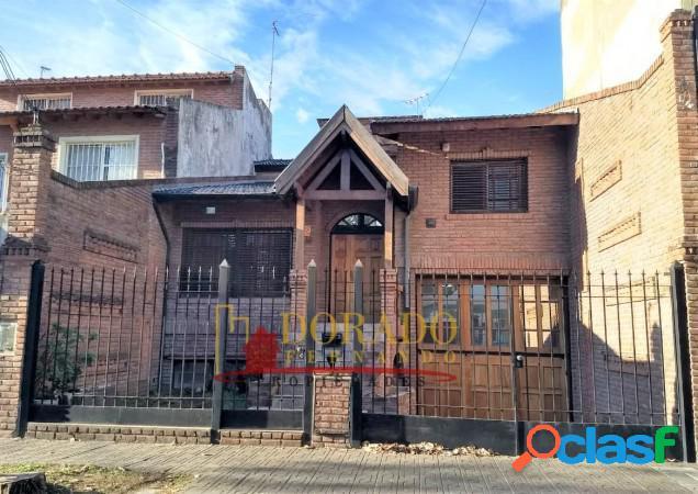 Hermoso Chalet 5 Ambientes, Quincho, Garage, Fondo Libre