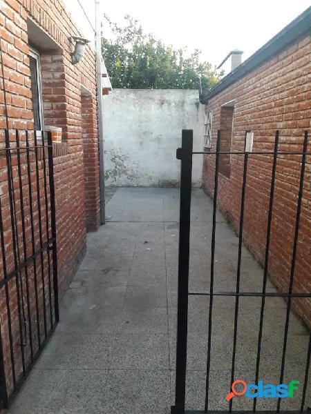 PC alquiler PH 2 amb con patio Platanos 600 Barrio Las