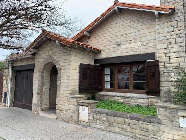 Chalet 4 Ambientes parque y garage Zona Guemes