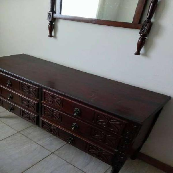 Mueble, mesa de luz y espejo antiguo de cedro
