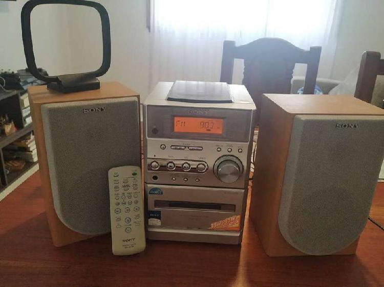 VENDO EQUIPO DE AUDIO COMPLETO, CON REPRODUCTOR DE CD, RADIO