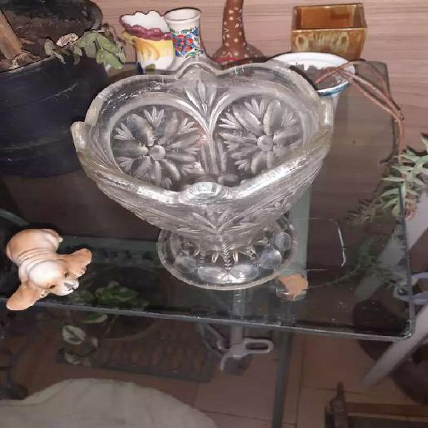 Antiguo florero de cristal labrado