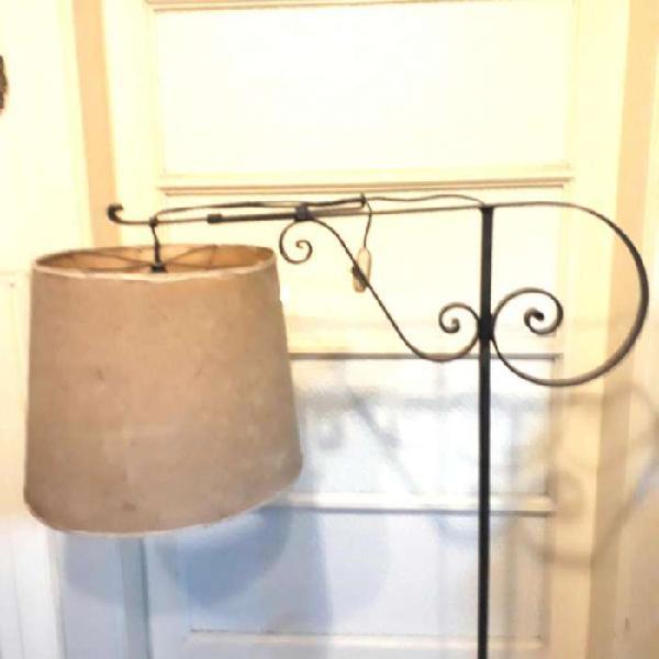 Lámpara Antigua De Pié De Hierro Forjado con Pantalla