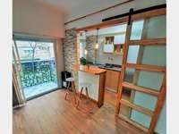 2 Ambientes a la calle con balcon saliente totalmente