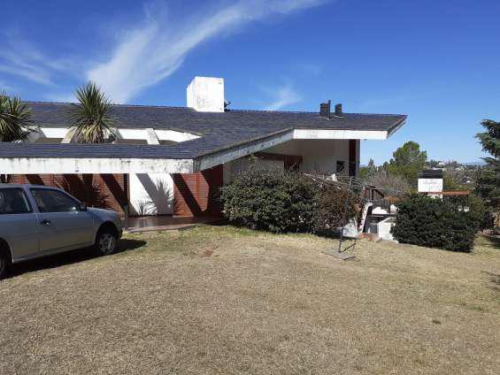 Excelente casa en venta en carlos paz, amplia, 3.194 mt2 de
