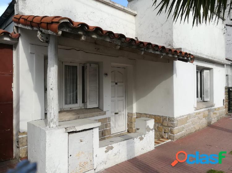 Venta Casa - Chalet 3 Ambientes HIPOLITO IRIGOYEN Y LARREA