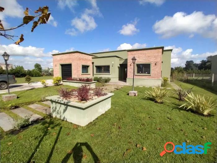 2 Casas 4 ambientes barrio residencial Arenas del sur