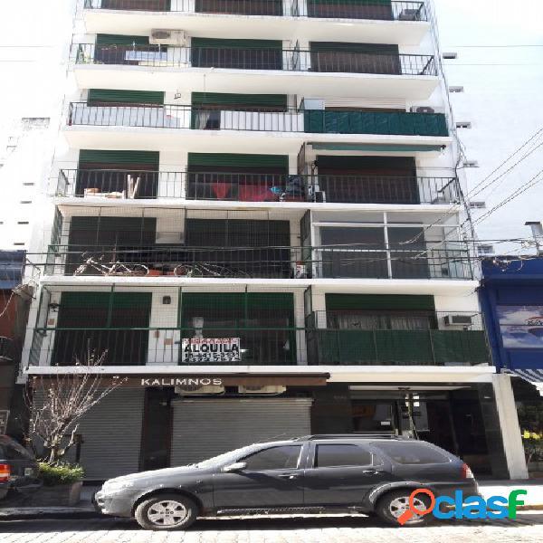 3 ambientes al frente con balcon y patio