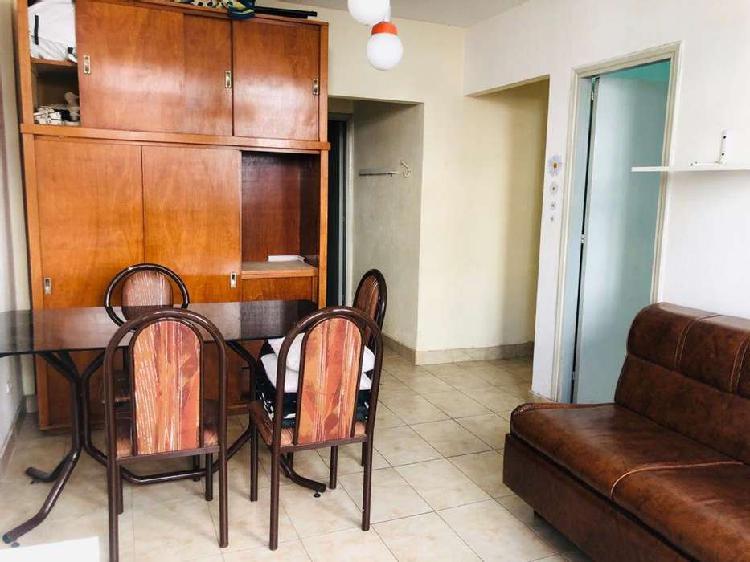 Departamento de 2 ambientes con balcón a la calle, en zona