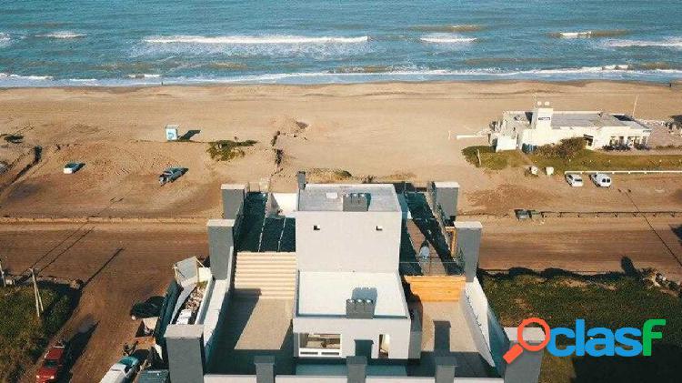 Moderno departamento frente al mar. Cochera. Piscina