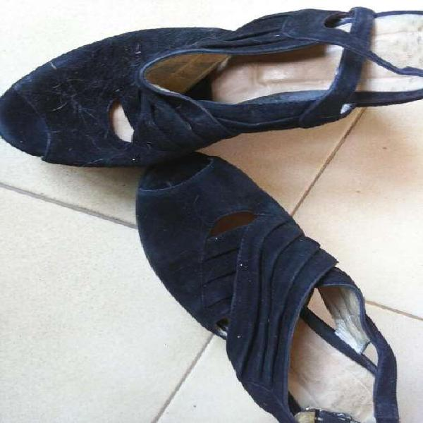 Sandalia 36.5 gamuza negra muy buen estafo