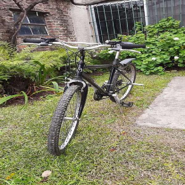 Vendo bicicleta mountain rodado 26 o permuto por una