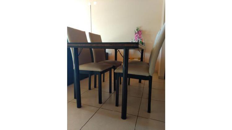 Vendo mesa, sillas y juego de living