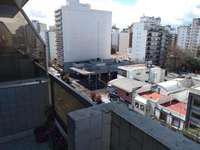 Departamento de 2 ambientes con balcon a la calle y Cochera