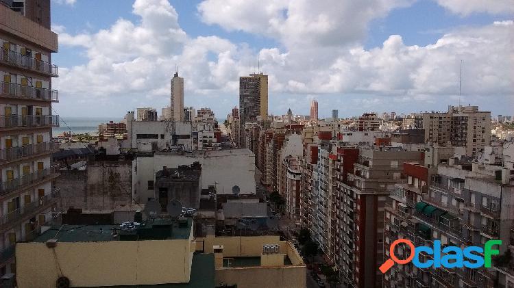 2 Ambientes a la calle con balcon saliente, vista