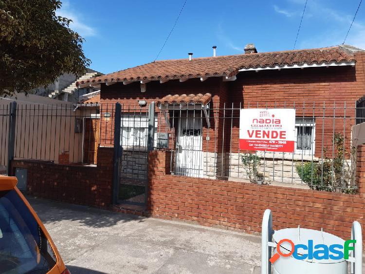 VENTA- PROPIEDAD EN BLOCK CASA 3 AMBIENTES + DEPTO 2