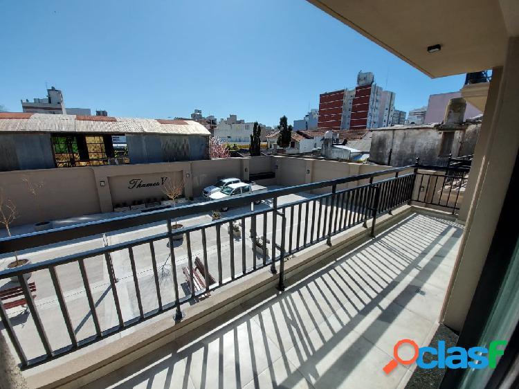 Departamento en venta 2 ambientes con balcón y cochera en
