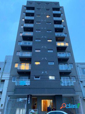 Depto 3Amb. a la calle con balcón saliente, cochera,