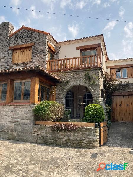 Casa de gran clase,estilo y categoria en zona Playa Varese
