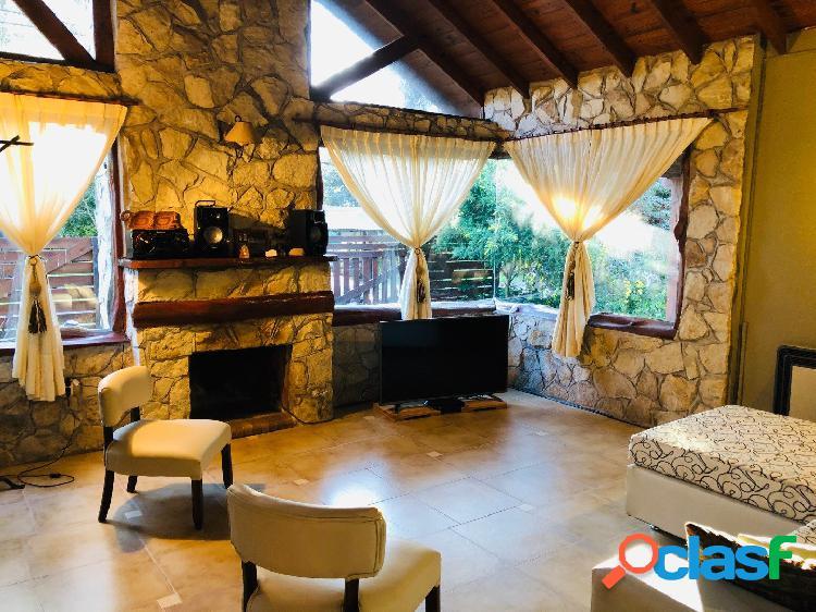 Chalet 4 ambientes + cochera + parque en zona Bosque Peralta