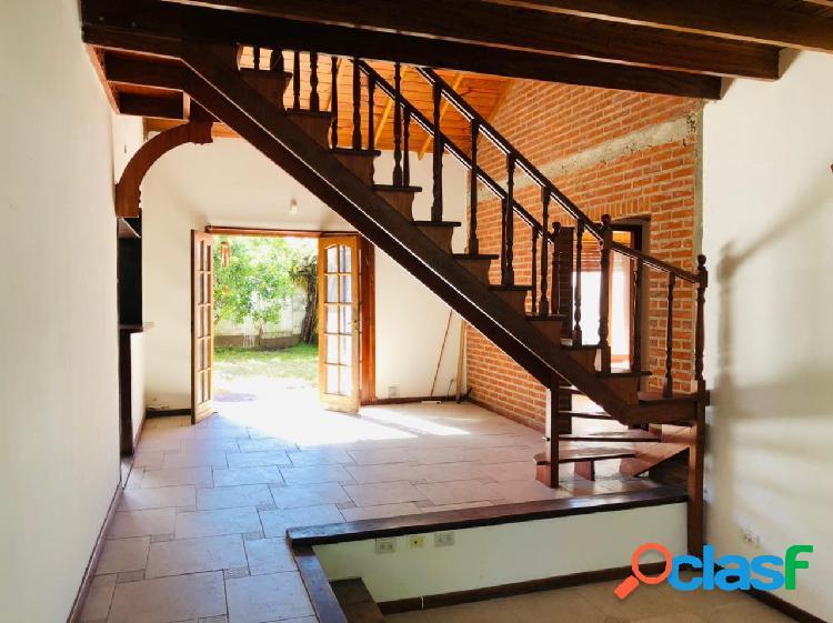 ALQUILER ! Chalet 5 ambientes con cochera y parque en Lopez