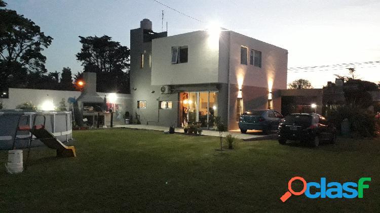 Casa de diseño moderno 4 ambientes en acantilados