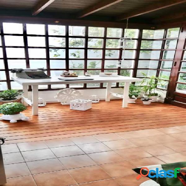Venta Casa - Chalet 5 Ambientes EXCELENTE ENTORNO