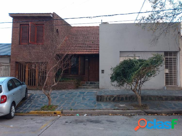 CASA Y DPTO. EN BLOCK - BARRIO SAN JUAN C/ COCHERA