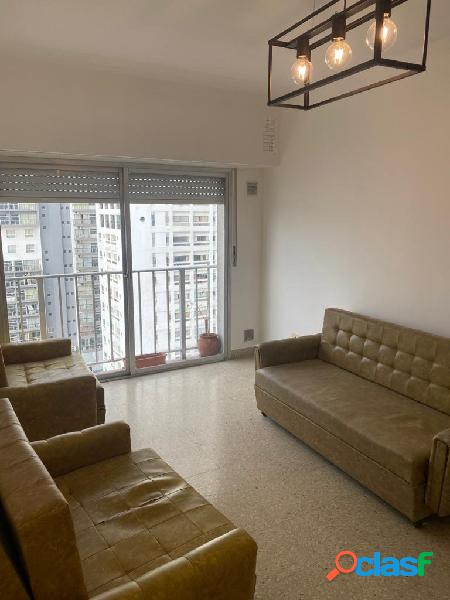 Departamento dos ambientes a la calle con balcón
