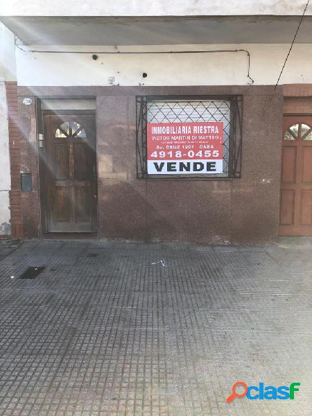 Venta de PH 2 ambientes al frente Planta Baja Pompeya