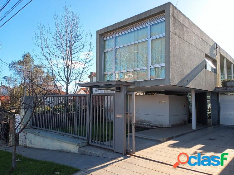 Excelente casa estilo moderna de 5 Abientes en Barrio